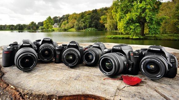 Profesyonel fotoğraf makinelerini alıyoruz.